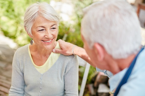How to Help Someone with Hearing Aids
